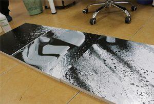 Tabelën e printuar nga WER-G2513UV printer me format të madh UV