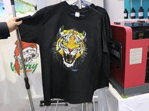 Shfaqja e T-shirt të zezë
