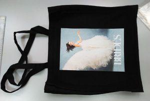 Çanta e zezë e mostrës nga konsumatori në Mbretërinë e Bashkuar u shtyp nga një printer tekstili dtg