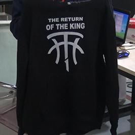 Ekstrakte e printimit të trikotazhit të zi me printerin A2 të t-shirt WER-D4880T