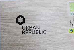 Shtypjen e logos mbi materialet e drurit nga WER-D4880UV 2
